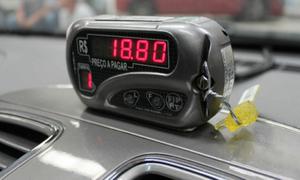 Para transitarem, os táxis devem estar com o taxímetro lacrado e com o selo de verificação do Inmetro