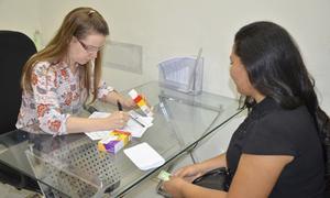 A paciente Andrea Maria Pereira de Almeida é uma das beneficiadas pela entrega dos medicamentos  de alto custo