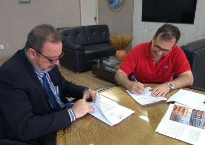 Dearley Kühn assina contrato com Marcos Antônio Pitando (Cremolat)