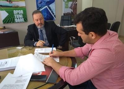 Assinatura do contrato com Tarcísio Carneiro (Pedreira HVB Ltda)