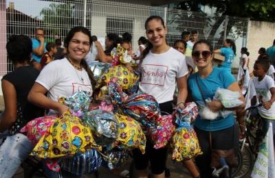 Voluntários entregaram brinquedos durante evento