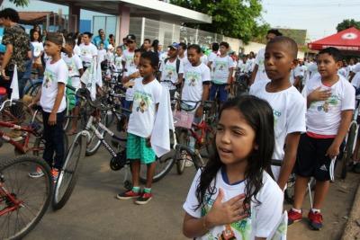Momento cívico no 2º Passeio Ciclístico organizado pela PM