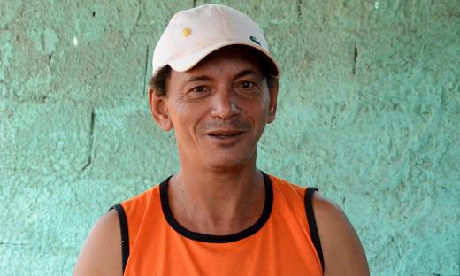 Santo de Souza, autônomo e morador do setor há dois anos, afirma que o asfalto representa mudança da qualidade de vida