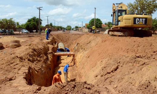 As frentes de serviços, que incluem a drenagem, são iniciadas por etapa, de maneira que podem ser concluídas sem causar muitos transtornos aos moradores