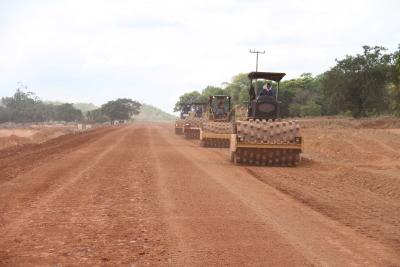 As maquinas já trabalham nos últimos quilômetros de pavimentação do trecho