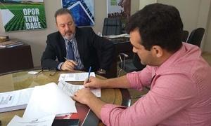 Assinatura do contrato com Tarcísio Carneiro (HVB Ltda)