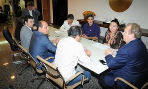 Mauro Carlesse afirmou que vai discutir a pauta dos prefeitos com o secretário da Fazenda, Sandro Henrique Armando, e reforçou seu compromisso de cada vez mais melhorar a vida das pessoas nos municípios