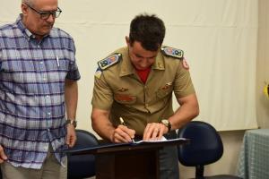 Assinatura do termo de renovação do projeto entre Corpo de Bombeiros Militar do Tocantins e Secretaria de Estado da Saúde.