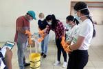 Aula pratica mostra passo a passo para a fabricação artesanal de sabão ecológico.