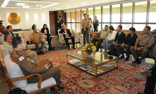 Durante a reunião, Mauro Carlesse conheceu com mais detalhes como funciona o programa de segurança preventiva promovido pelos profissionais de segurança pública com a comunidade