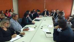 reunião entre o gerente do Banco Mundial, Satoshi Ogita, e os secretários  executores do PDRIS.