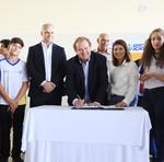 Mauro Carlesse assinou sete ordens de serviço para escolas integrais no Tocantins