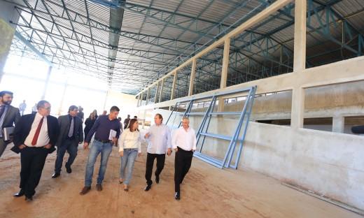 Mauro Carlesse visitou também as obras de outra escola padrão que está sendo construída em Palmas