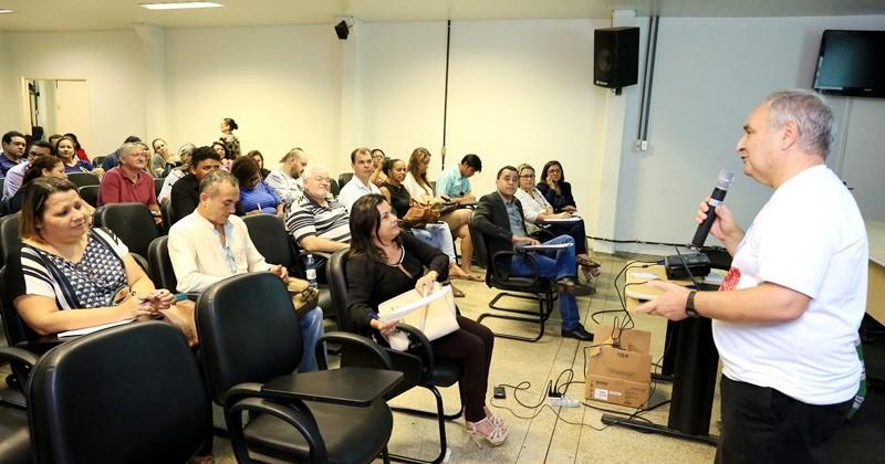 Professores de Geografia da rede estadual participaram de formação com o professor Doutor Sérgio Claudino.JPG