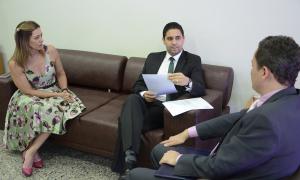 Secretário-chefe da Casa Civil, Rolf Costa (C), recebeu a indicação com o nome do defensor público Fábio Monteiro, que segue para aval do governador Carlesse