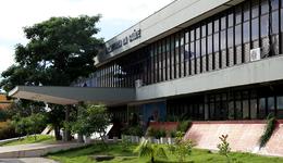 A Secretaria de Estado da Saúde suspendeu o contrato com a empresa Sancil Sanantonio Construtora e Incorporadora LTDA, que era responsável pelo recolhimento do lixo hospitalar de 13 hospitais do Estado