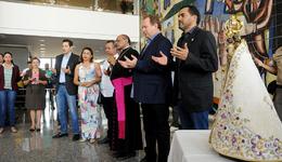 A Imagem de Nossa Senhora de Nazaré foi recebida na manhã desta sexta-feira, 16, no Palácio Araguaia pelo governador Mauro Carlesse e pelo vice-governador Wanderlei Barbosa