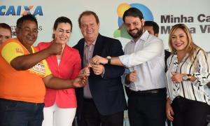 Os 160 apartamentos do Residencial Parque da Praia foram entregues simbolicamente pelo governador Mauro Carlesse e pelo ministro das Cidades, Alexandre Baldy