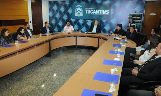 Entrega dos cartões BB pesquisa, no total de R$ 272.463,10, ocorreu na sala de reuniões do Palácio Araguaia, na tarde desta segunda-feira, 19