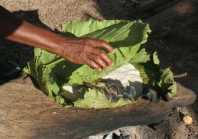 Bolo assado na pedra em Cocalinho remonta aos tempos dos quilombos