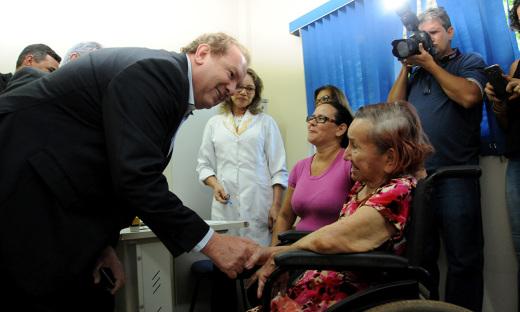 Mauro Carlesse visitou as dependências do Centro Especializado em Reabilitação de Palmas onde cumprimentou pacientes e servidores