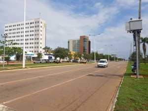 Os radares de trânsito são aparelhos que monitoraram o tráfego de veículos e identificam quando um deles circula acima do limite estabelecido para a via
