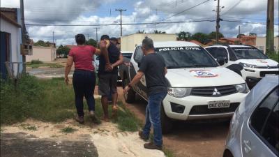 Momento em que Policiais Civis efetuam a prisão dos suspeitos