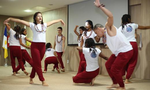 Cia de Dança MundArt, na sua primeira apresentação, no auditório da Defensoria Pública em Palmas