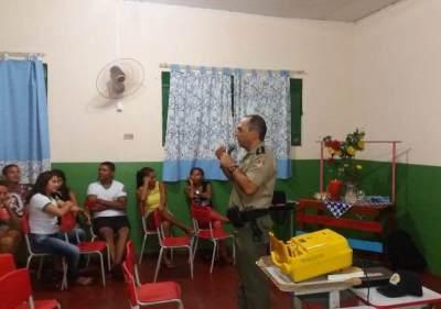 Palestra realizada pelo 9º BPM na escola Nair Duarte_400.jpg