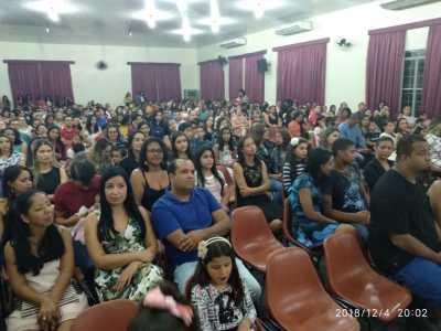 Familiares lotaram o auditório do Colégio João D' Abreu para prestigiar os concluintes.jpeg