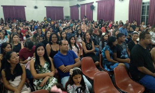 Familiares lotaram o auditório do Colégio João D' Abreu para prestigiar os concluintes