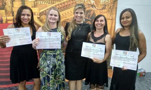 Professores e técnicos da rede estadual concluíram o curso de língua inglesa