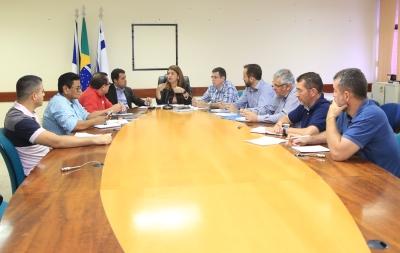 Secretária Adriana Aguiar em reunião com diretoria do Sintet_400.jpg