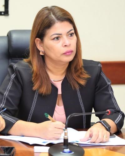 Secretária Adriana Aguiar discute demandas com Sintet_400.jpg