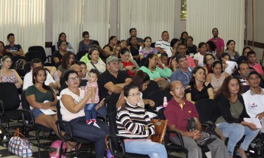 Beneficiários do Residencial Maria Olivia Carlesse participam do sorteio do números dos apartamentos