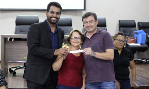 Aos 58 anos, a dona de casa Dicirene Kran realiza o sonho de ter a sua primeira casa própria