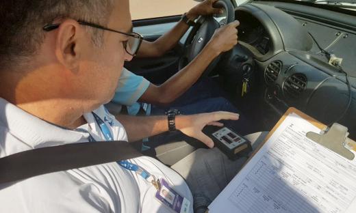 As velocidades permitidas são determinadas, considerando a segurança do trânsito, dos motoristas, passageiros, pedestres e ciclistas
