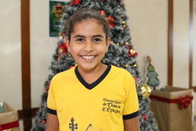 Evellyn Vitória Dias, aluna do Colégio Vila União e membro da Orquestra Sinfônica da escola