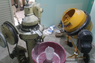 Maquinário para produção das drogas_400.jpg