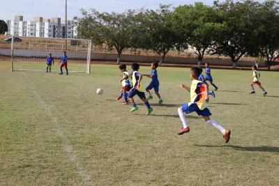 Escolinha Nilton Santos oferece aulas gratuitas de futebol