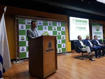 Secretario Thiago Dourado  em discurso sobre a pecuária no Tocantins