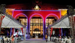 Cheia de luzes, a escadaria do Palácio Araguaia tornou-se palco de várias apresentações