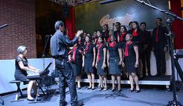 A programação do dia iniciou com a apresentação do coral Canto Jovem, da Igreja Adventista, sob a regência do maestro Joel Carlos Zukowski Jr