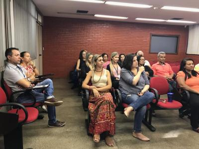 Servidores participam de aula experimental de inglês