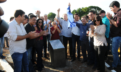 Em Chapada de Areia, com prefeitos, líderes e representantes da população, o governador Mauro Carlesse descerrou a placa de entrega da rodovia