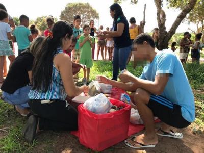 Servidores e adolescentes do Case realizam ação social com famílias circunvizinhas