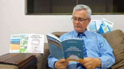 Escritor Pedro Albeirice promove a leitura nas escolas estaduais
