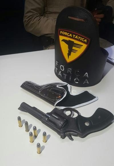 Arma de fogo e munições.