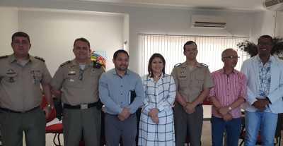 Secretária Adriana Aguiar, autoridades militares e do Estado, definem ampliação de vagas no Colégio Militar