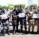 Policiais militares recebem homenagens